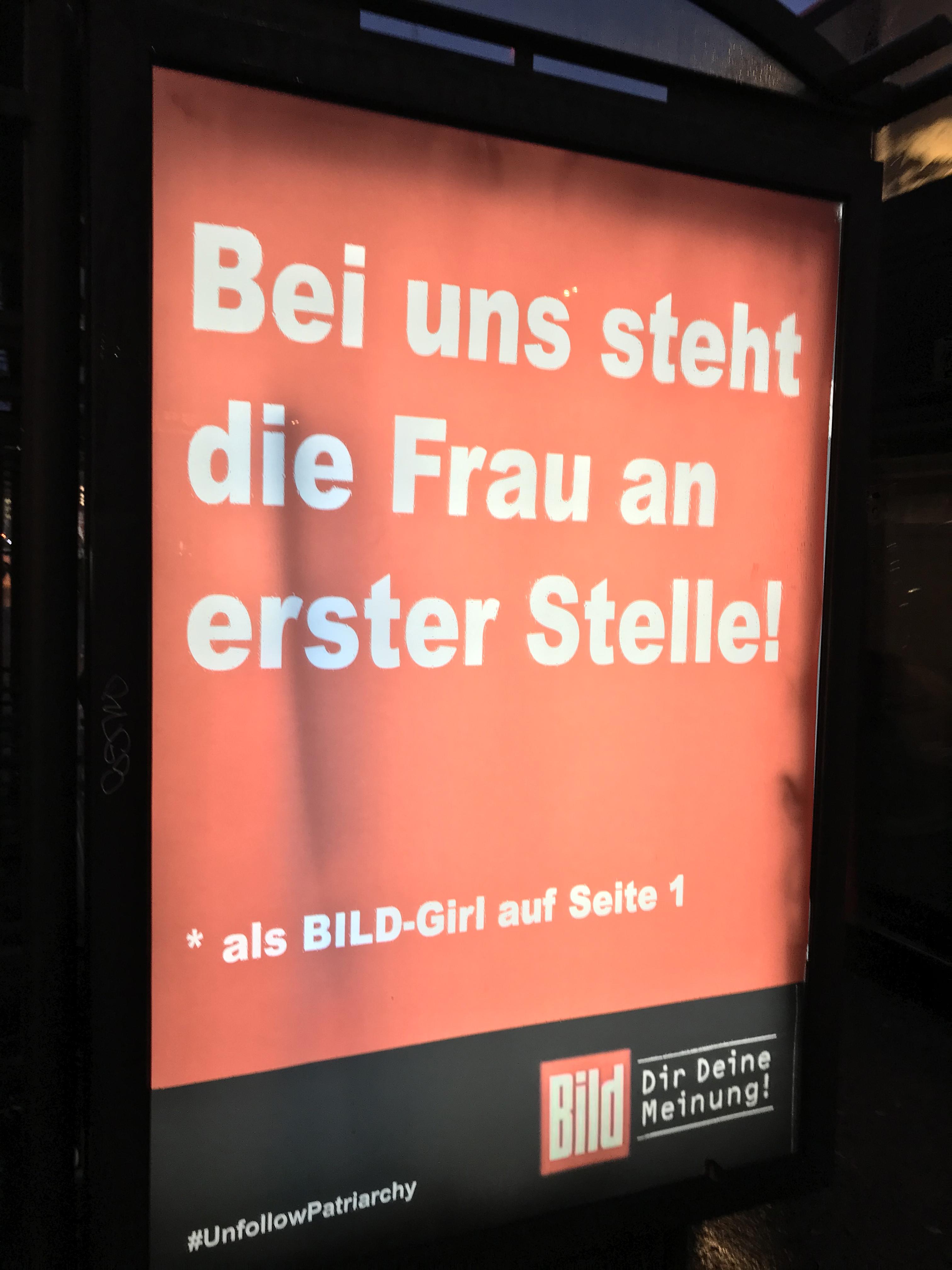 mit einer provozierenden werbekampagne hat eine berliner kunstlergruppe auf sexismus in den medien und der werbung
