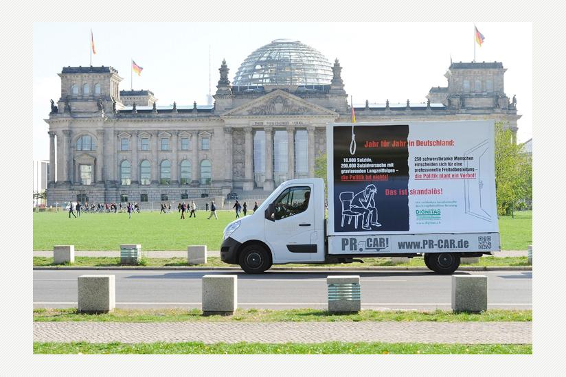 Rollende Plakate im Regierungsviertel und  auf den Strassen von Berlin zum Suizid-Geschehen