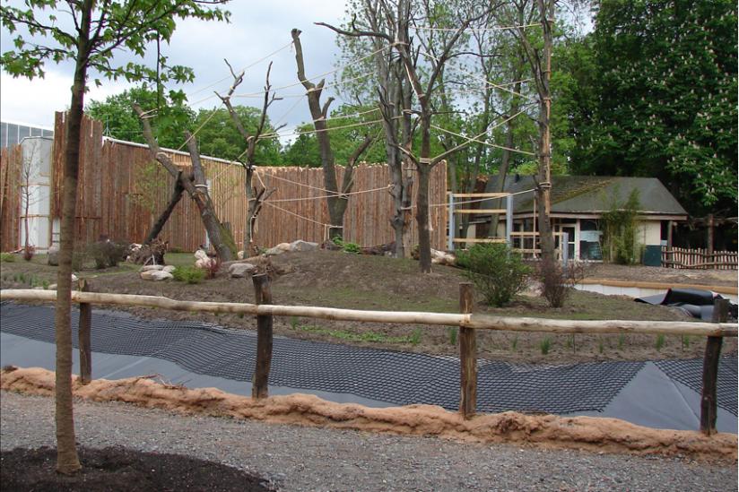 Zoo Magdeburg: Neue Außenanlage mit noch nicht geflutetem Wassergraben