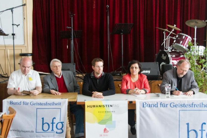 Podiumsdiskussion mit Gerhard Rampe, Hubertus Mynarek, Michael Kraus, Minia Ahadi und Heiner Bielefeldt (von links nach rechts)
