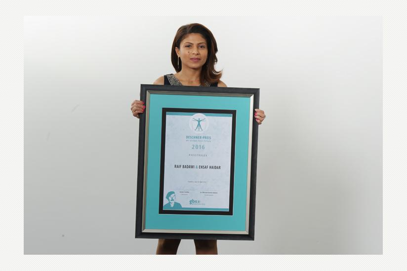 Ensaf Haidar mit dem Deschner-Preis 2016