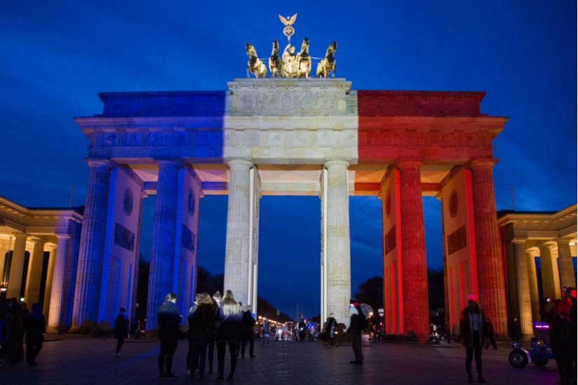 Das Brandenburger Tor in den Farben der Trikolore
