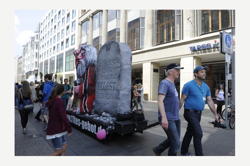 Trotz 'Sicherheitsbedenken' zieht Moses durch die Innenstadt