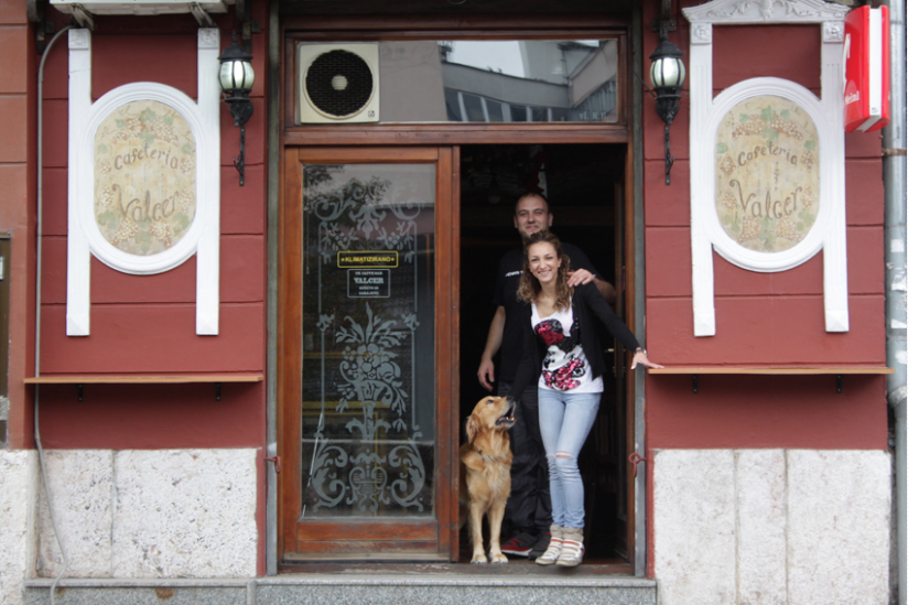 Zlatan, Meliha und Lokalhund Faca