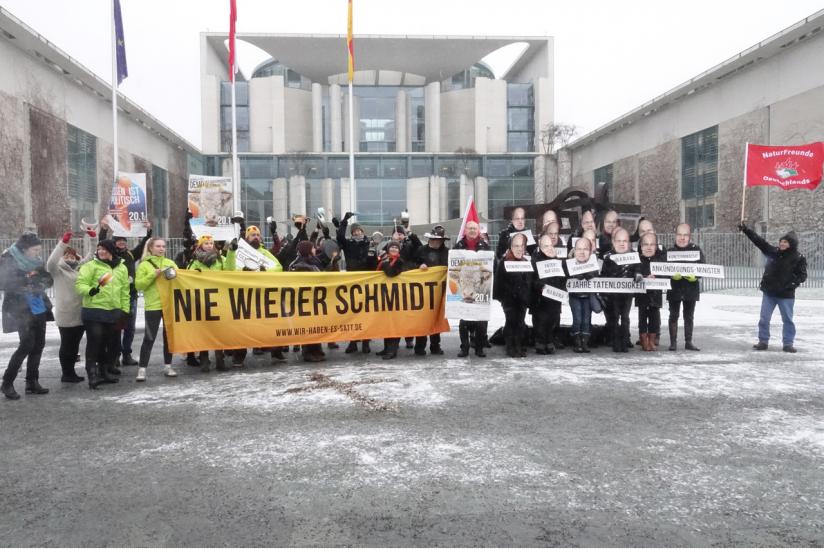 """""""Nie wieder Schmidt!"""" - Demo vor dem Bundeskanzleramt"""