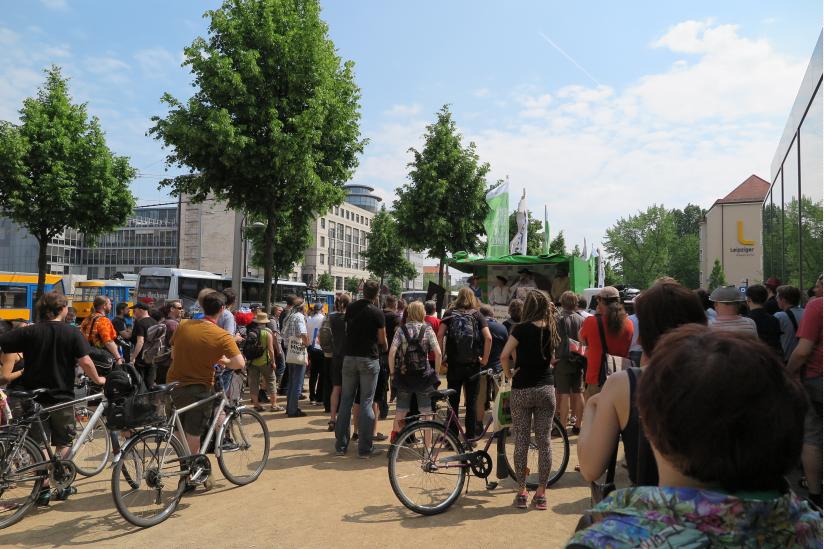 Rund 60 Pastafari und Interessierte nehmen an der Nudelmesse teil