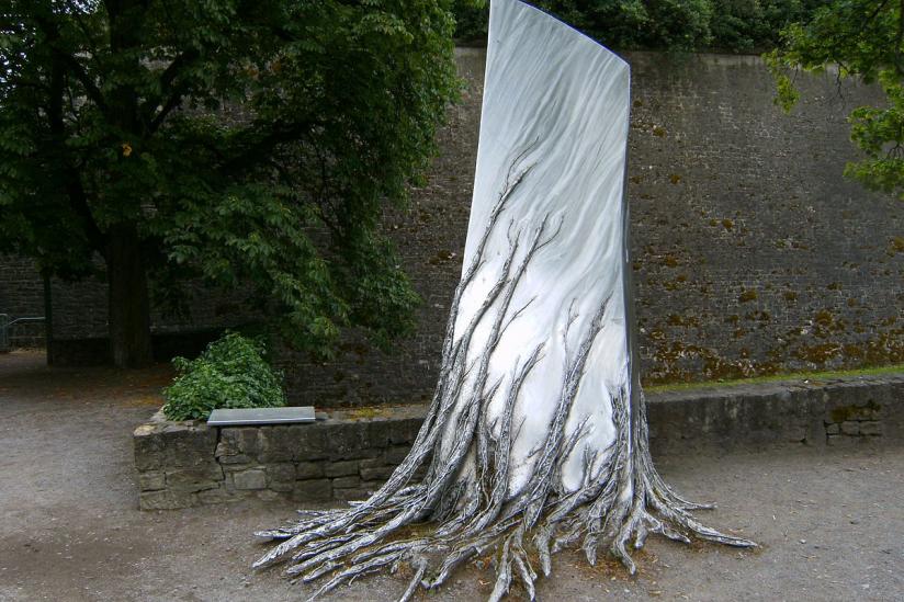 Festung Marienberg, Würzburg: Erinnerung an den Bauernkrieg, Denkmal vor den Festungsmauern