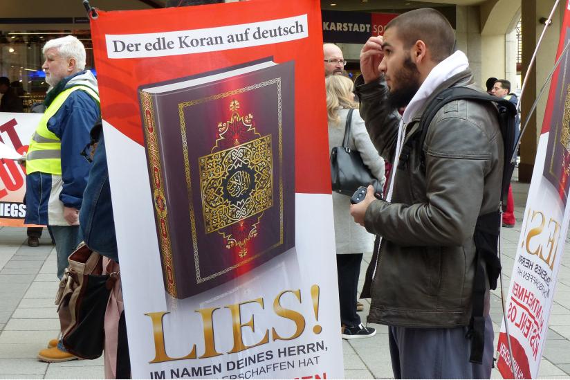 Koranverteilung in der Fussgängerzone in München