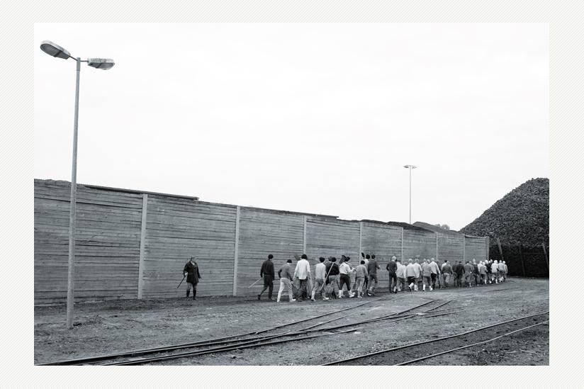 1966 und weitere Jahre: Fürsorgeerziehung Freistatt - Jugendliche auf dem Weg zur Arbeit ins Moor