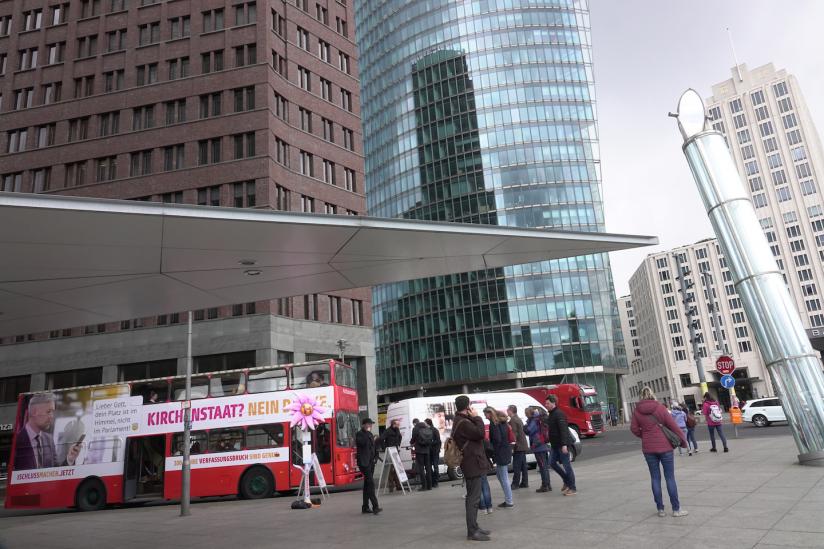 Der Bus auf dem Potsdamer Platz