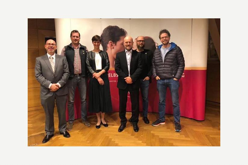 Jean-Paul Lickes, Laurent Schley (Ehrenpräsident), Natalie Grams (Gastrednerin), Dirk Leistico, Bob Reuter, David Kieffer (v. l. n. r.)