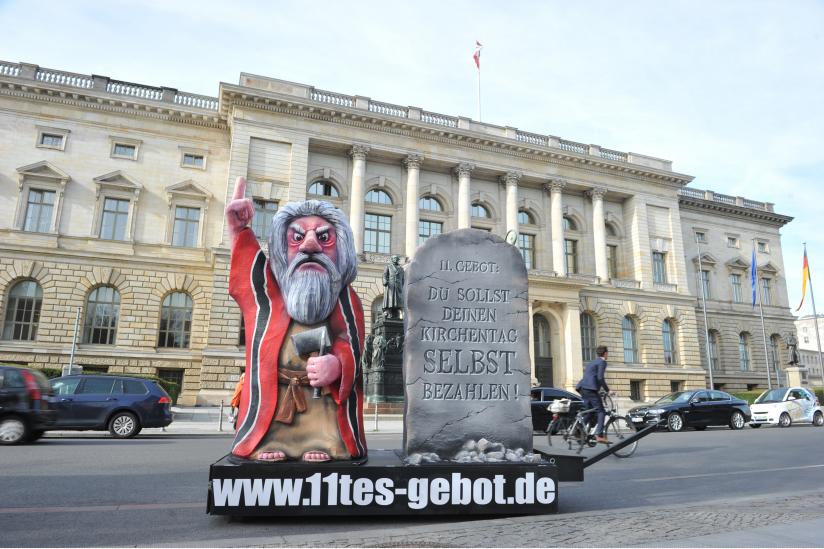 Moses vor dem Berliner Abgeordnetenhaus