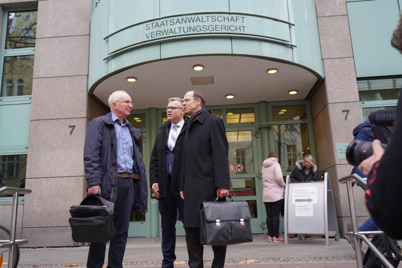 Apotheker Andreas Kersten mit seinem Verteidiger