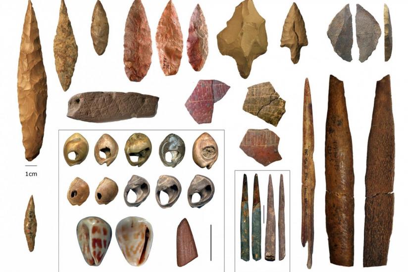 Artefakte aus der Mittleren Steinzeit, die im Norden und Süden des afrikanischen Kontinents gefunden wurden.