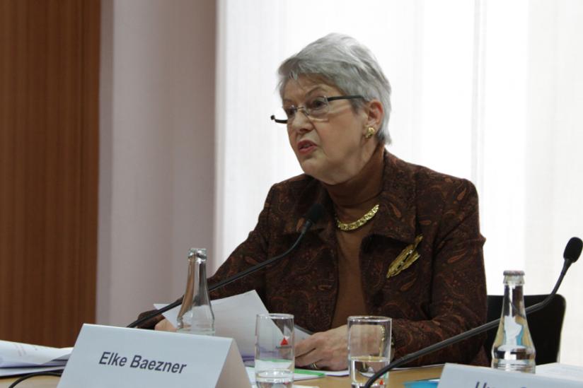 Elke Baezner