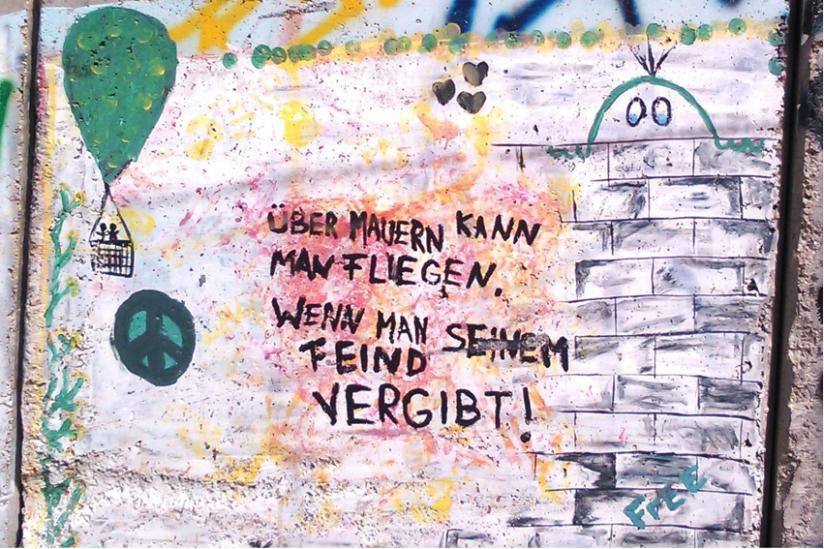 Auch deutsche Besucher haben sich auf der Mauer zwischen Israel und Westbank verewigt