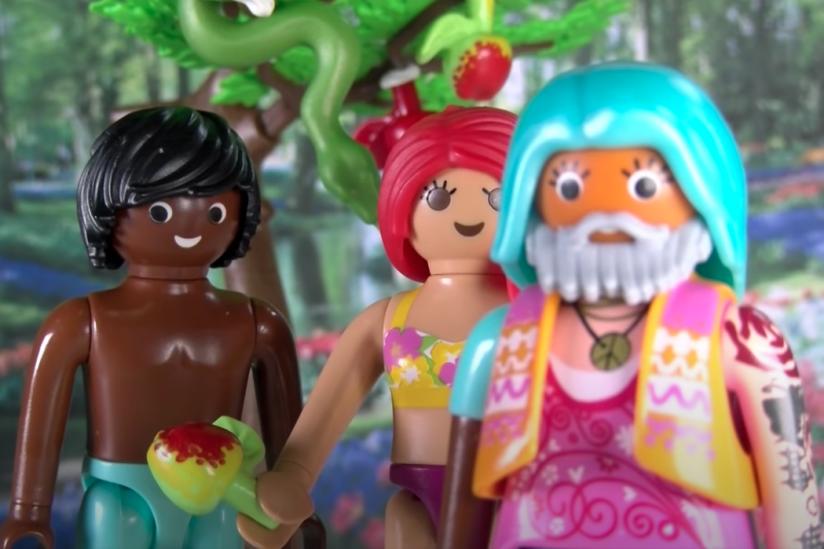 Adam, Eva und Gott, der Hippie (v. l. n. r.)