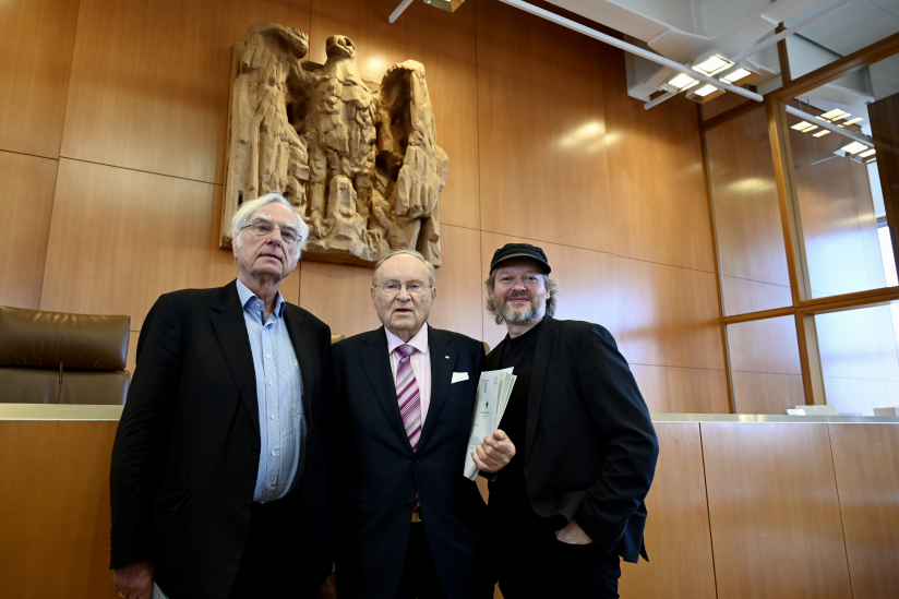 Dieter Birnbacher (DGHS), Ludwig Minelli (dignitas) und Michael Schmidt-Salomon (GBS) in Karlsruhe.