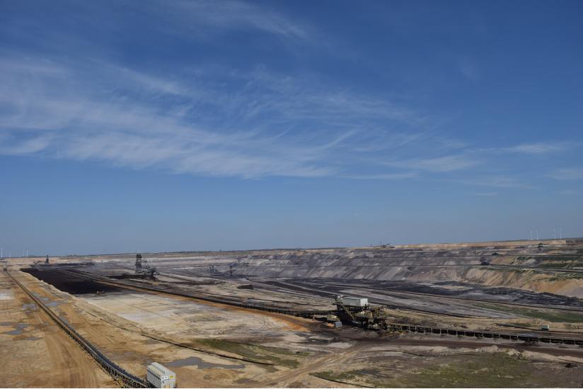 Der Abbau von Kohle im Tagebau greift massiv in die Landschaft ein