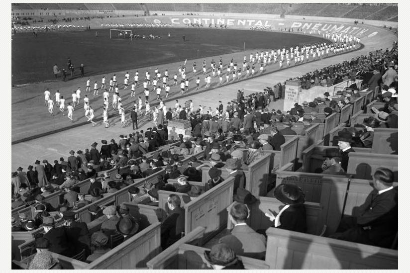 Das Grunewald-Stadion (Aufnahme von 1923) wo 1921 das 1. Internationalen Stadion-Sportfest (ISTAF) ausgetragen wurde