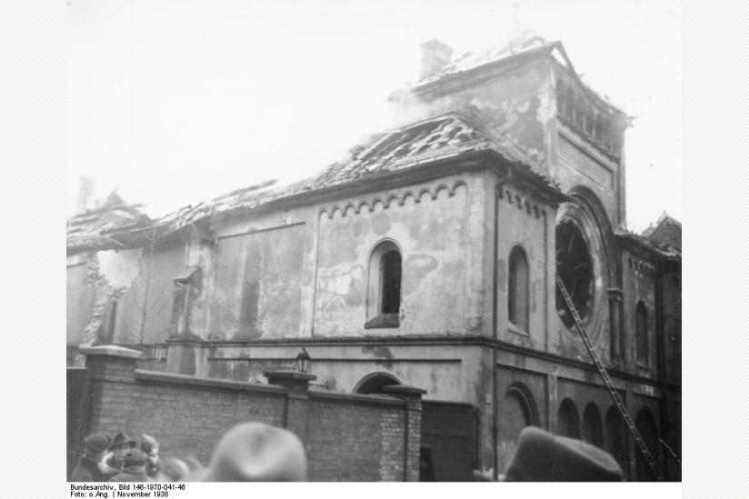 nach dem Brandanschlag am 9. November 1938