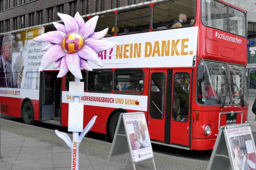 Diese Haltestelle und den Bus wird man in den kommenden Woche in ganz Deutschland sehen können.