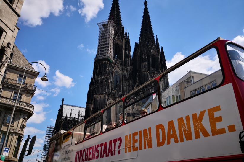 Buskampagne 2019 am Dom zu Köln