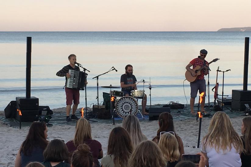"""Abschlussabend am Strand mit der Gruppe """"Retroskop"""" aus Dresden"""