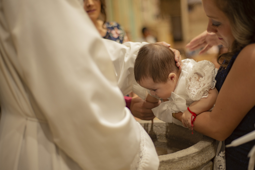 Taufe durch Gießen von Weihwasser über den Kopf