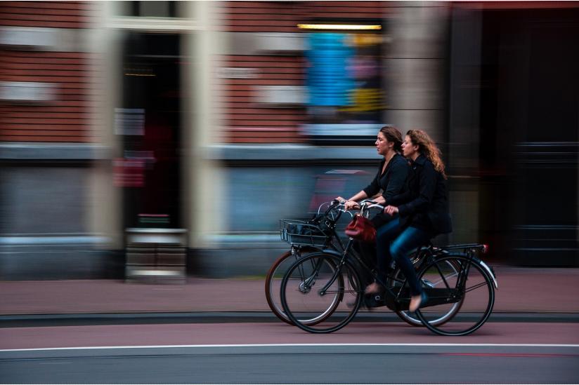 Unkeusch - Frauen auf Fahrrädern