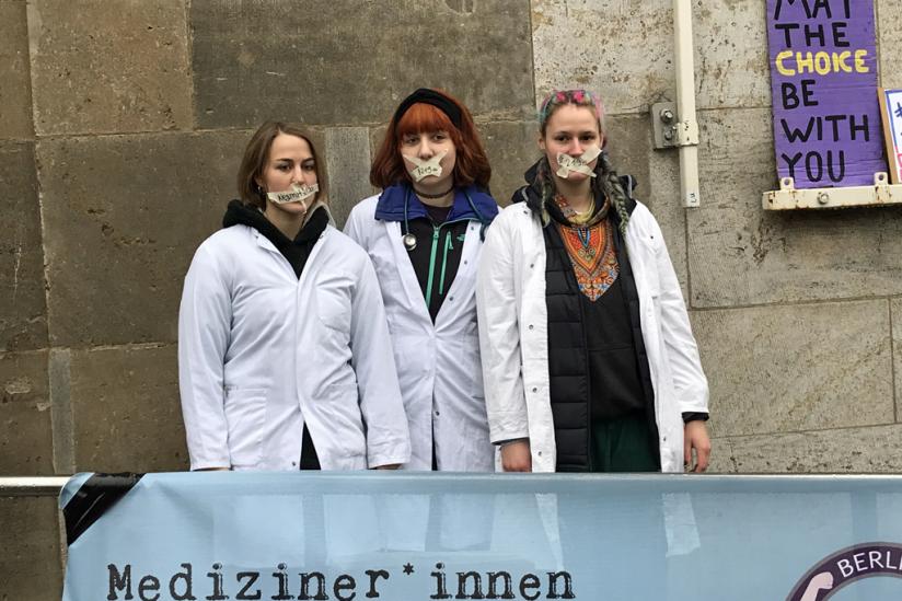 """Die """"Medical Students for Choice"""" wiesen darauf hin, dass an der Charité FrauenärztInnen die Abtreibung nicht lernen"""