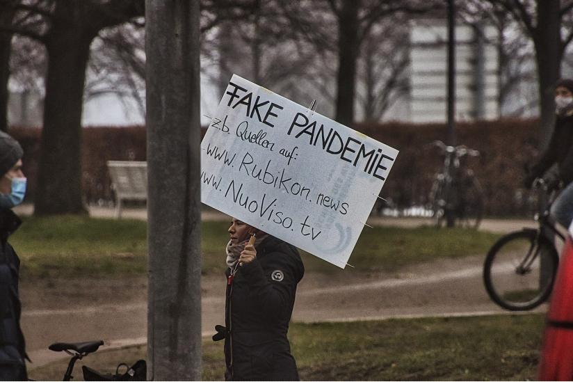 """""""Querdenken""""-Demonstration in Kiel im Dezember 2020"""