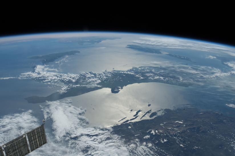 Foto aus der ISS: Blick über Südosteuropa – Italien und das Mittelmeer.