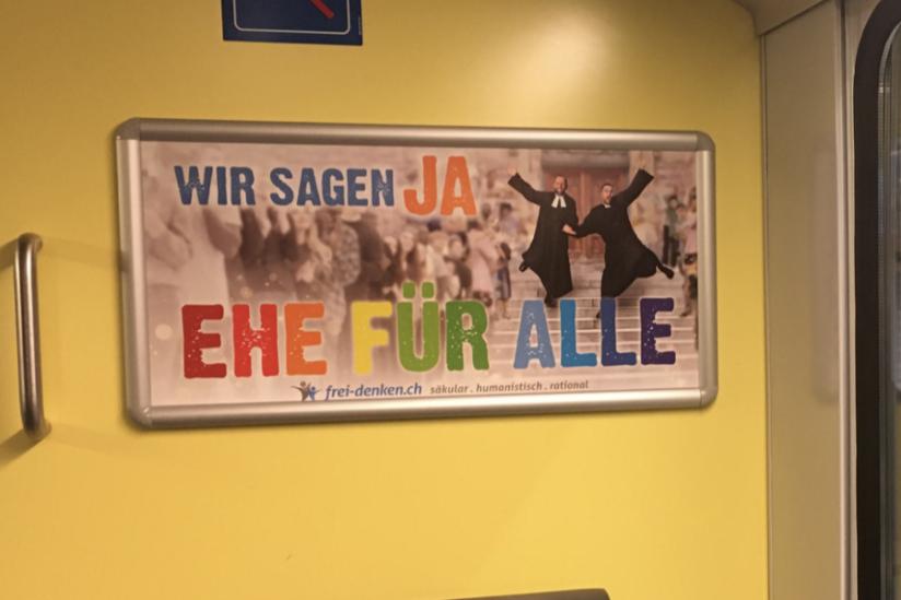 Ehe-für-alle-Plakat in Regionalzügen