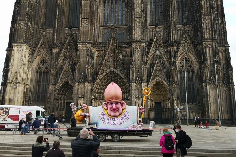 """Der """"Eichelbischof"""" auf der Kölner Domplatte"""