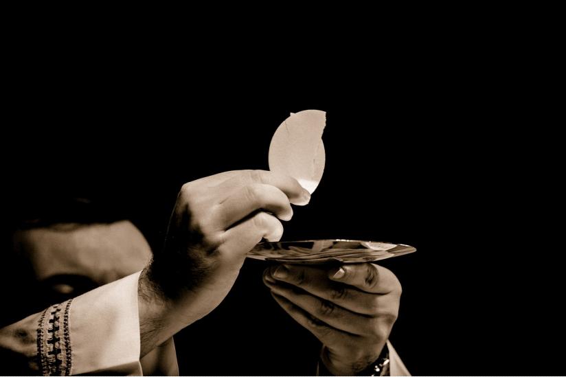 Einem Priester in Spanien ging es nicht nur um den Leib Christi