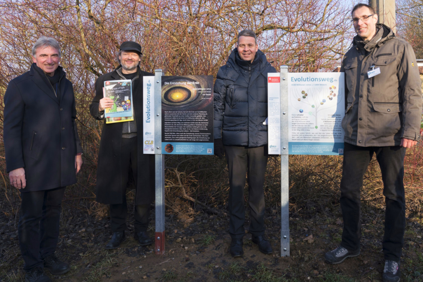 MdL Karl Klein, Michael Schmidt-Salomon (gbs), OB Hans D. Reinwald und Dirk Winkler (Regionalgruppe der gbs) (v. l. n. r.)