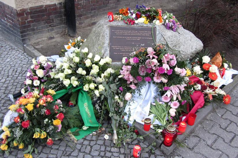 Gedenkstein für die ermordete Hatun Sürücü