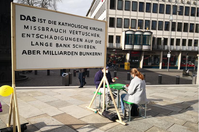 """Gespräch an der """"Bank der Hoffnung"""""""