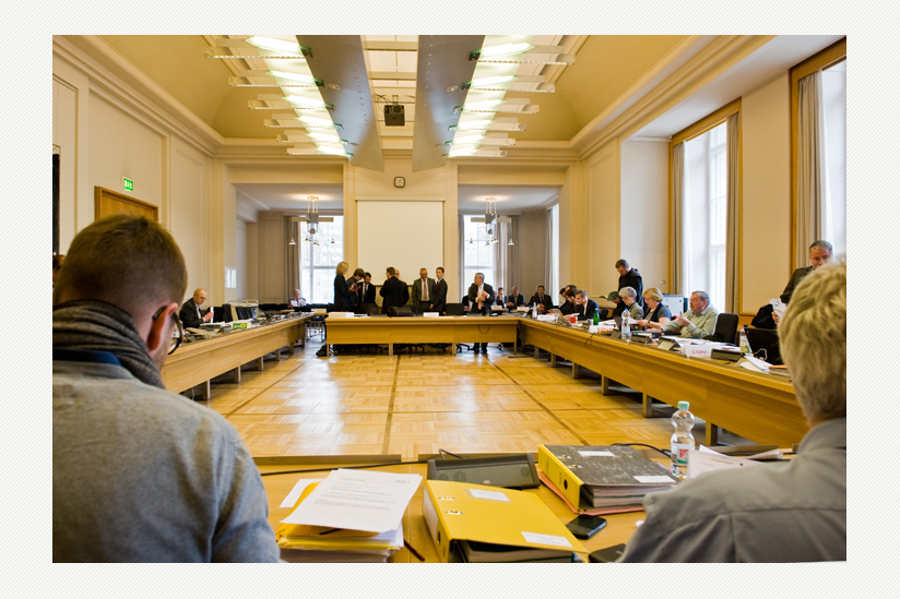 Das Abgeordnetenhaus von Berlin - mit dem  Hauptausschuss vor Sitzungsbeginn