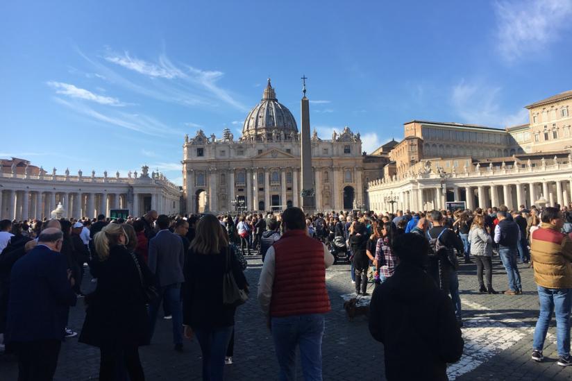 Auf dem Petersplatz in Rom