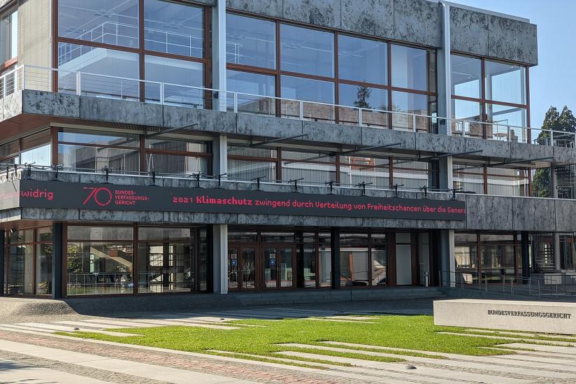 LED-Schriftband mit den wichtigsten Urteilen aus 70 Jahren Bundesverfassungsgericht