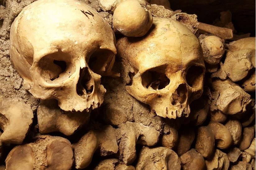 Schädel in den Katakomben von Paris
