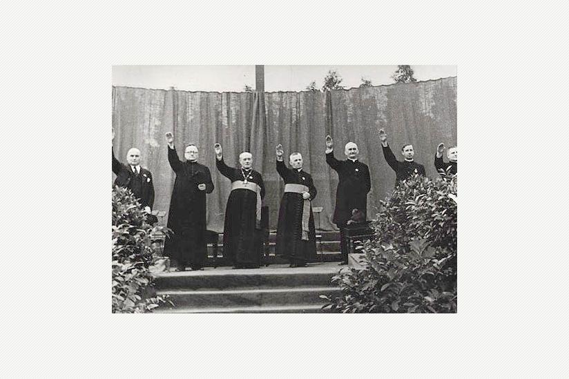 Die katholische Geistlichkeit begrüßt das Konkordat auf der Jugendversammlung in Berlin-Neuköln 1933