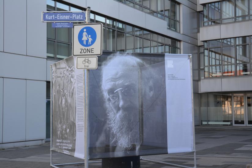 Der neue Kurt-Eisner-Platz hinter dem Erlangener Rathaus