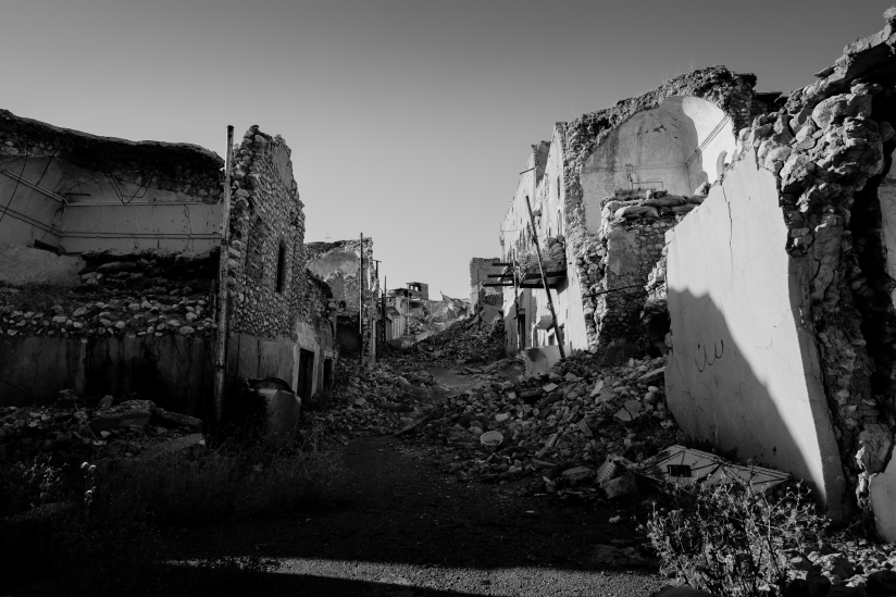 Zerstörte Seitenstraße in Shingal (Sinjar), Nordirak