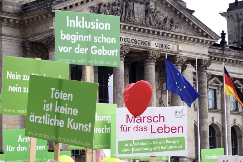 Auch in Deutschland gibt es Menschen, die gravierende Strafen für Abtreibungen befürworten.