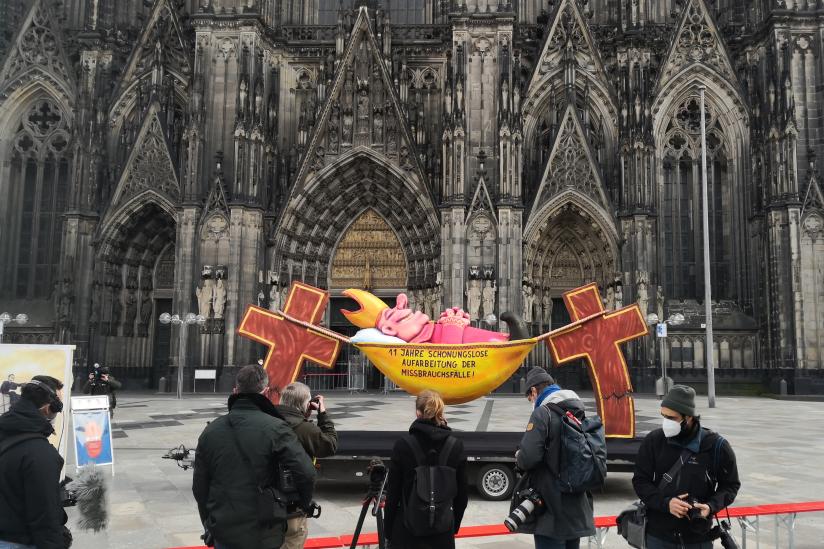 """Medienvertreter:innen beim """"Hängemattenbischof"""""""