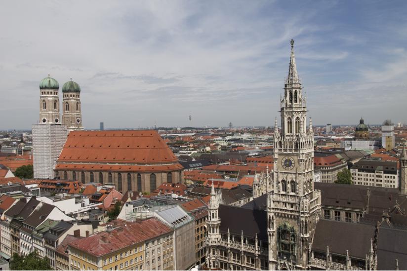 Auf dem Münchner Wohnungsmarkt explodieren die Preise: Gutverdiener der evangelischen Kirche wohnen jedoch günstig in Kirchenwohnungen.