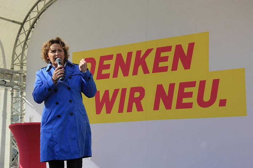 Nicola Beer spricht auf einer Wahlkampfveranstaltung der FDP in Kassel